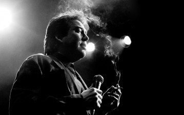 Bill hicks, дым, сцена, выступление, сигарета обои
