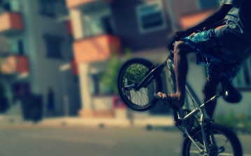 Bicycle, boy, city обои